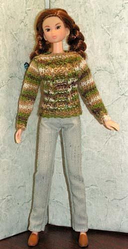 При одевании рукавов пальчики кукол
